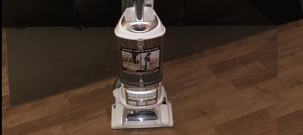 Shark NV370 Upright Vacuum
