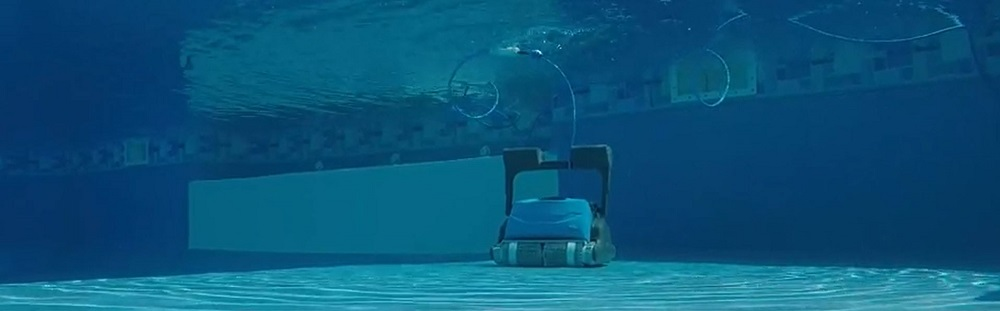 Dolphin Oasis Z5i vs Premier Robotic Pool Cleaner